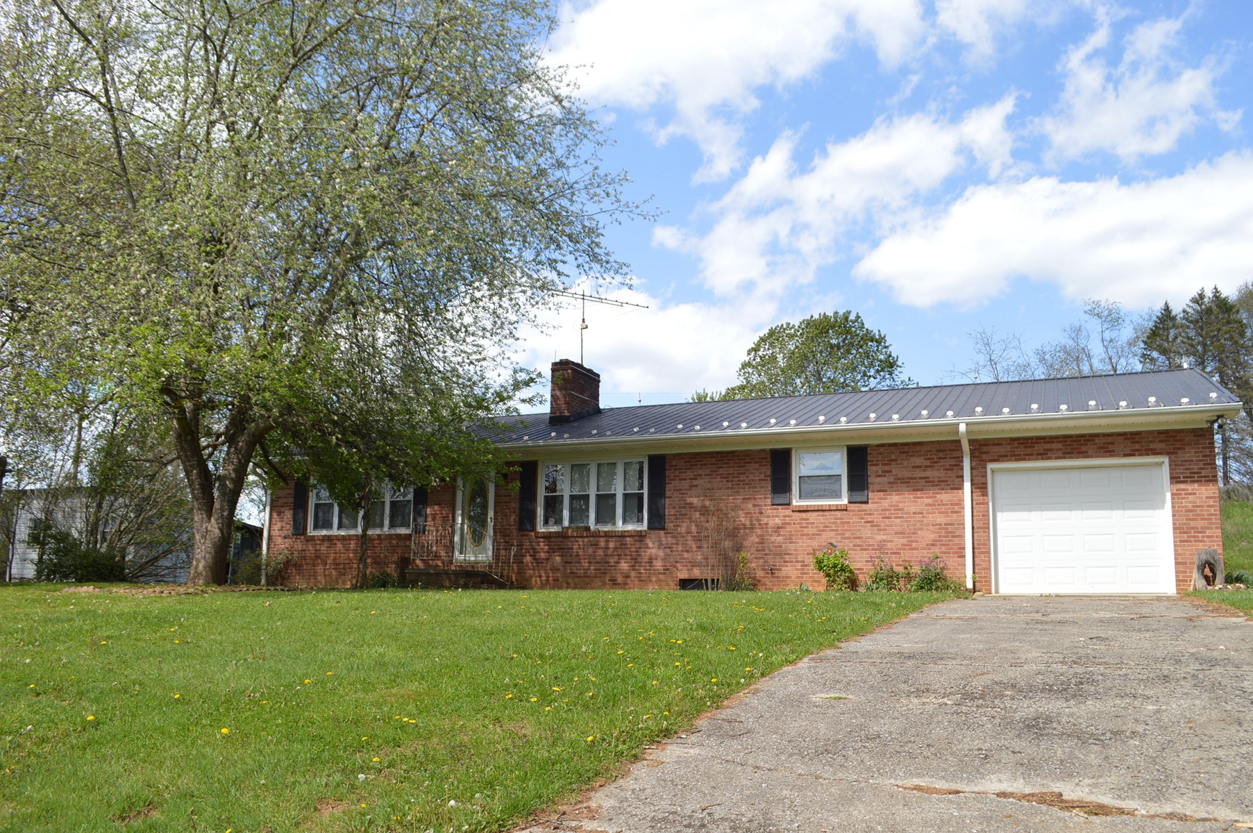 Brick Ranch Home in Grassy Creek VA for Sale