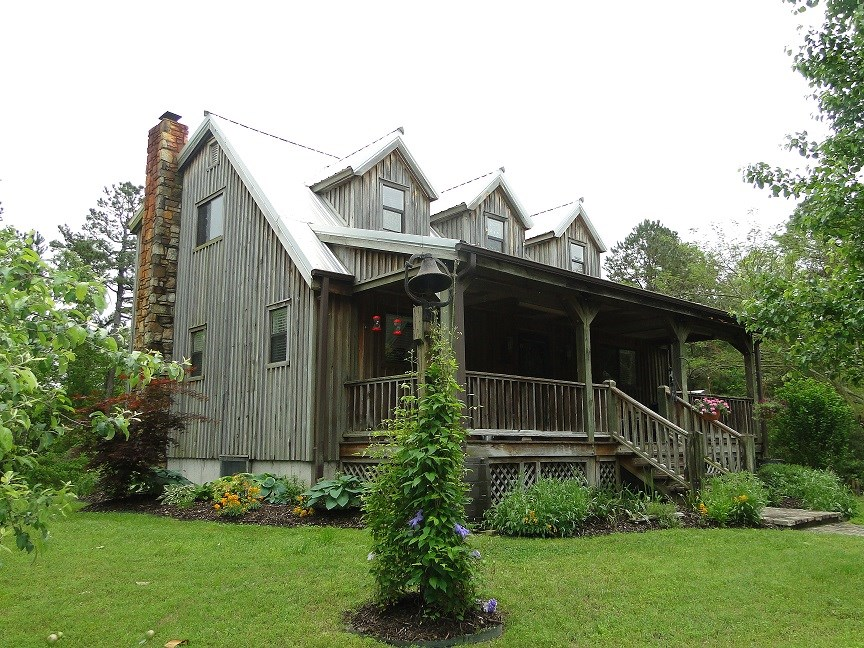 ARKANSAS HOME AND SECLUDED ACREAGE