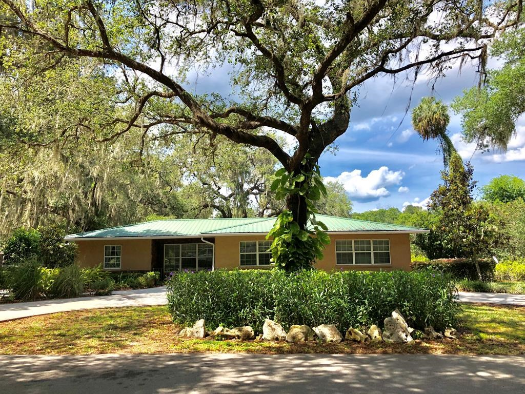 McIntosh, FL country home, 3/2 CBS on .64 acre near lake