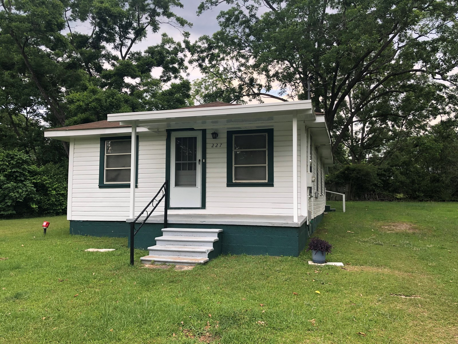 2B/1B SMALL OLDER HOME IN SLOCOMB, ALABAMA