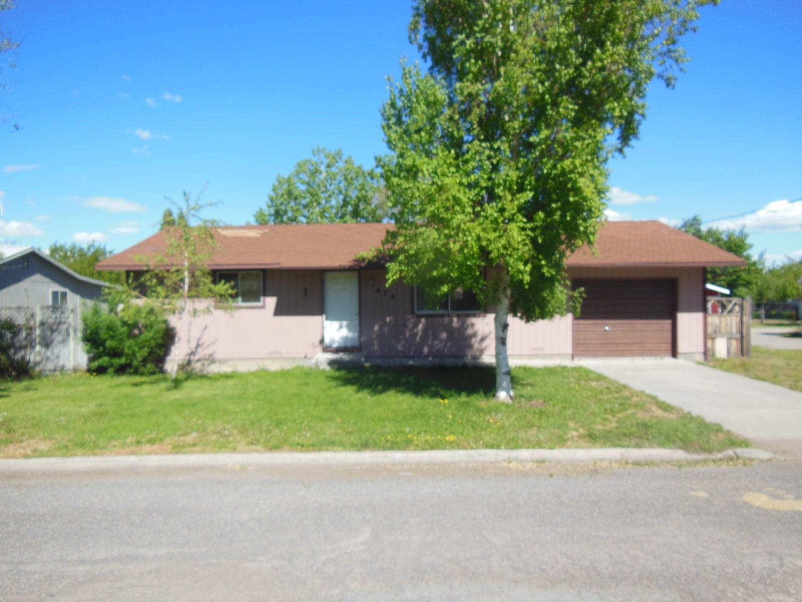 3 bdr/2bath 1,200 sq. ft Ranch Style home w/2-car garage