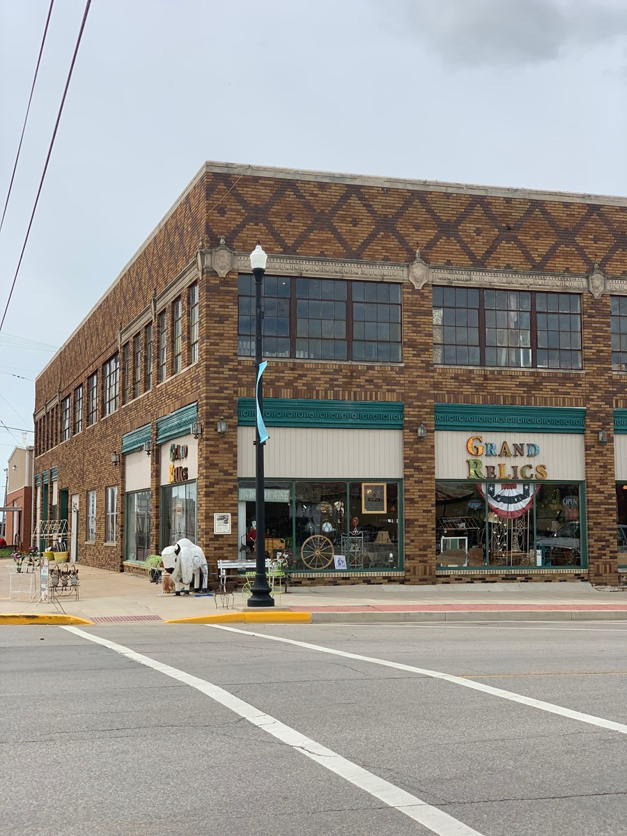 Commercial Building in Down Town Ponca City Okla. for Sale