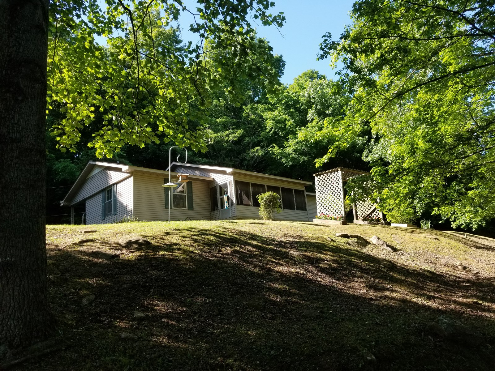 3 TENNESSEE COUNTRY HOMES FOR SALE 23.3 ACRES CREEK TIMBER