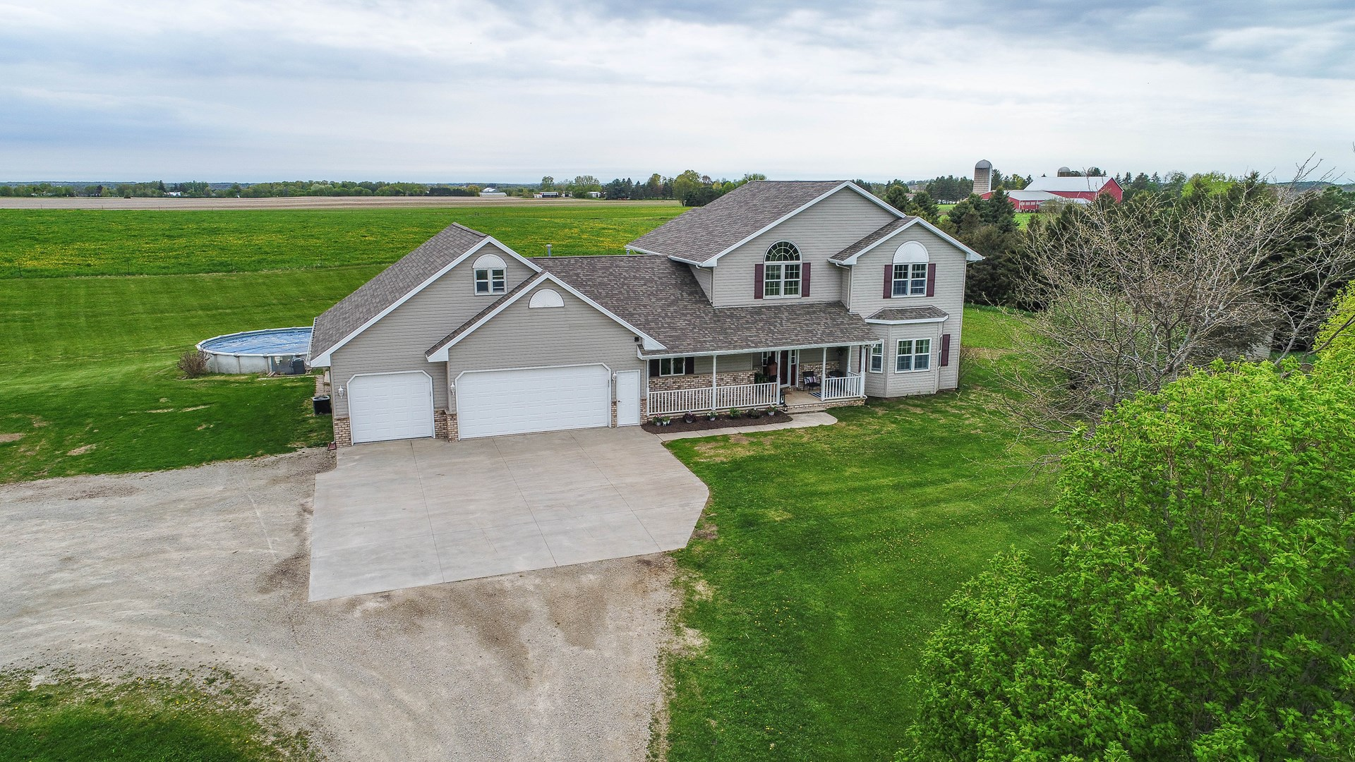 Country Home For Sale in Hortonville, WI