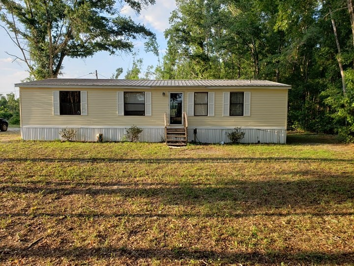 COUNTRY HOME FOR SALE ON 10 ACRES - CHIEFLAND FLORIDA