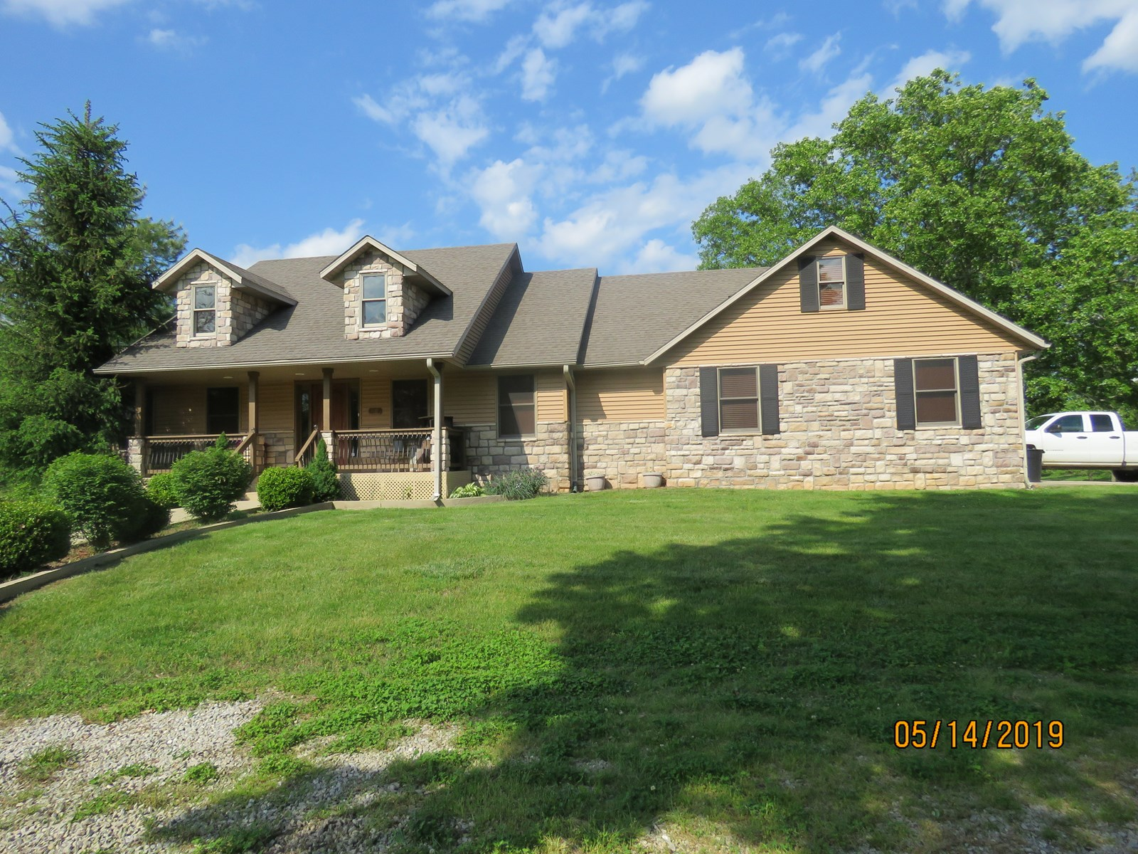 Custom home for sale on acreage, Ava mo