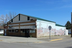 COMMERCIAL BUILDING WITH KITCHEN AND EQUIPMENT FOR SALE