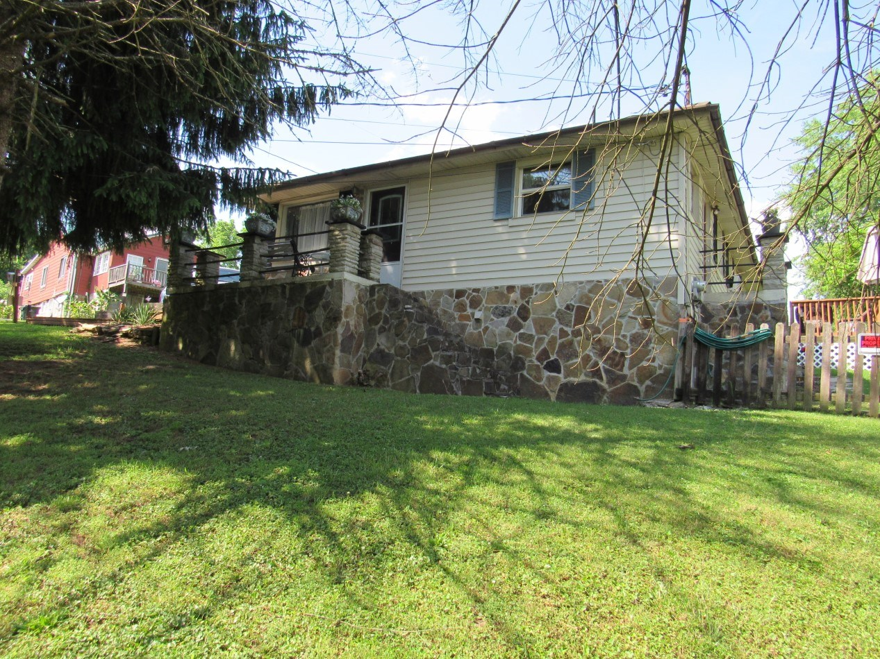 Casual Cottage For Sale In The Town Of Bristol VA
