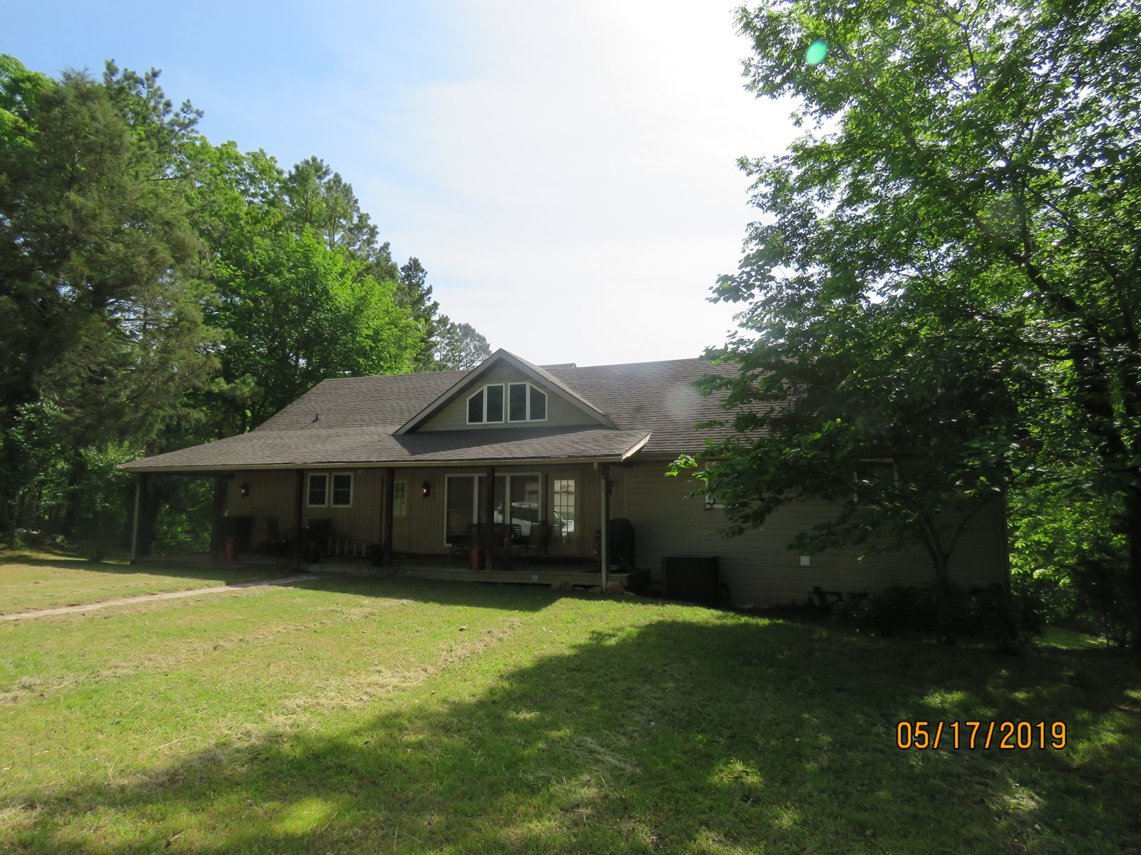 Large home in the country for sale. Ava Mo