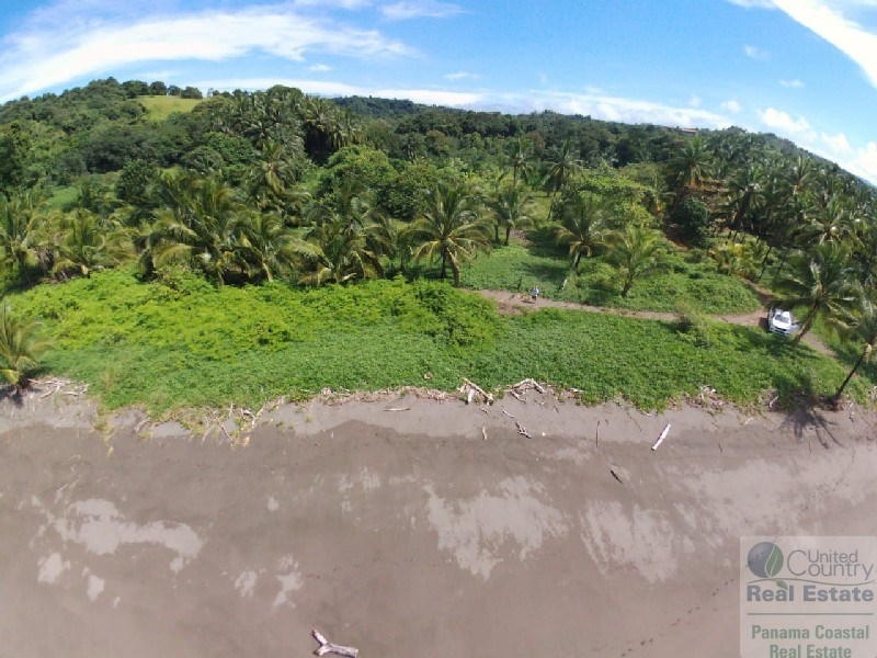 BEACH HOUSE AND LOT FOR SALE IN AZUERO PENINSULA PANAMA