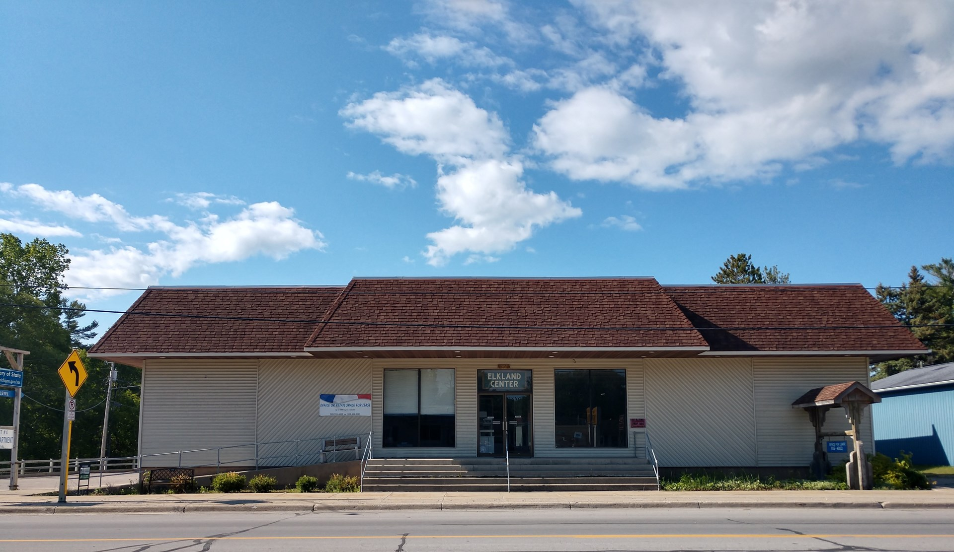 Commercial//Industrial Business Building for Sale
