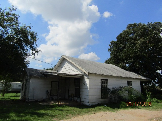 House and one acre in Thackerville City limits!