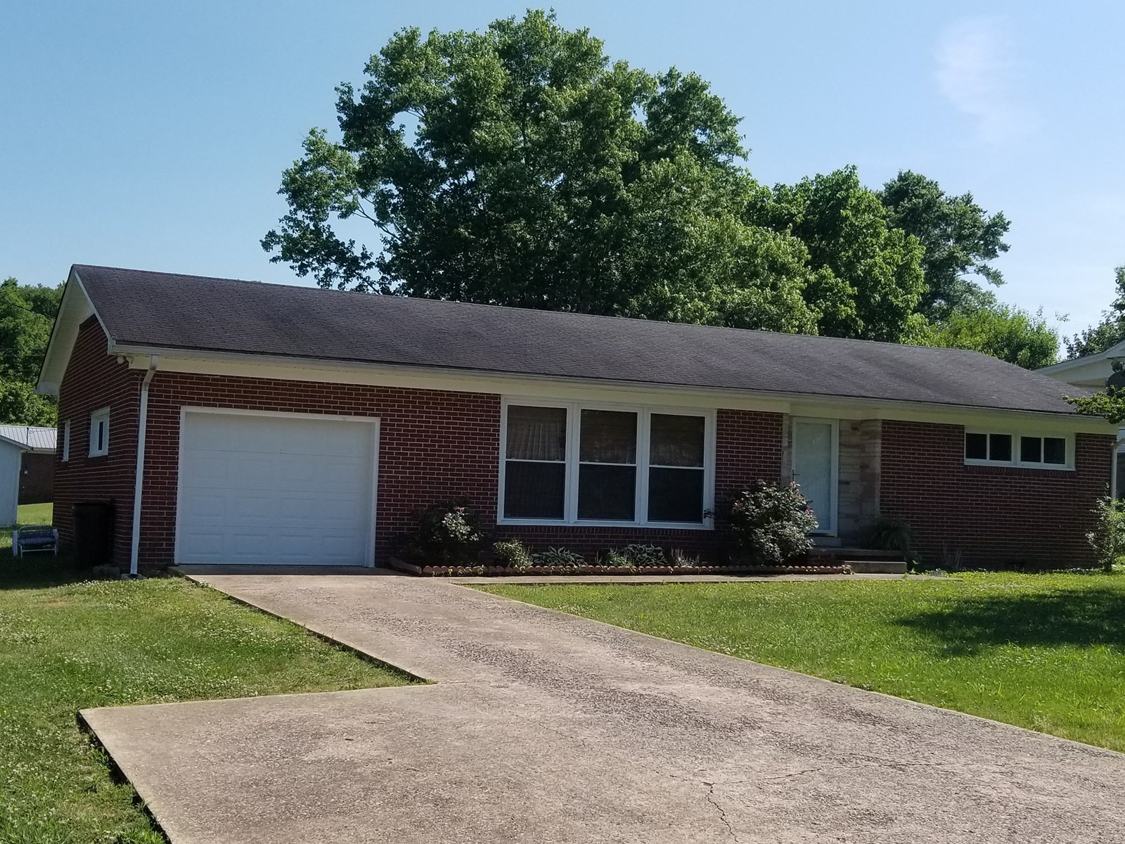 WAYNESBORO TN BRICK RANCH HOME FOR SALE
