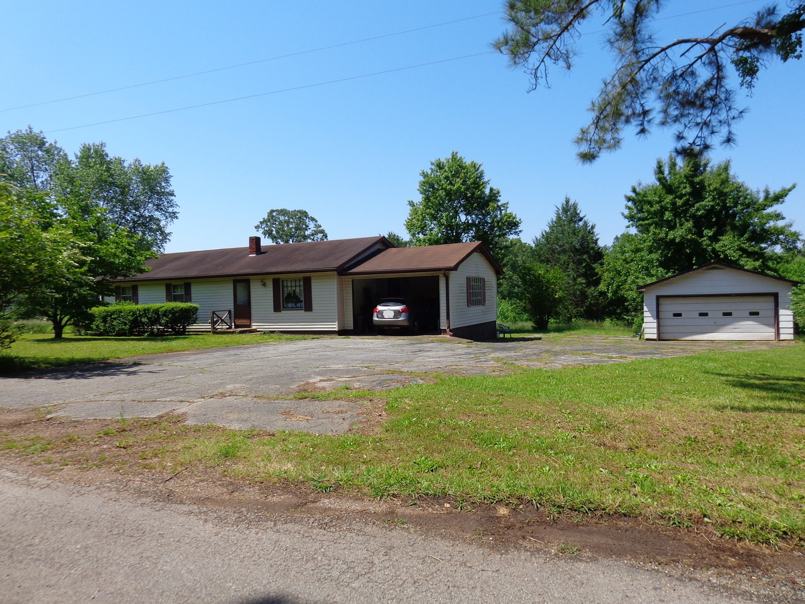 3 BEDROOM HOME FOR SALE IN TN WITH ACREAGE & SHOP