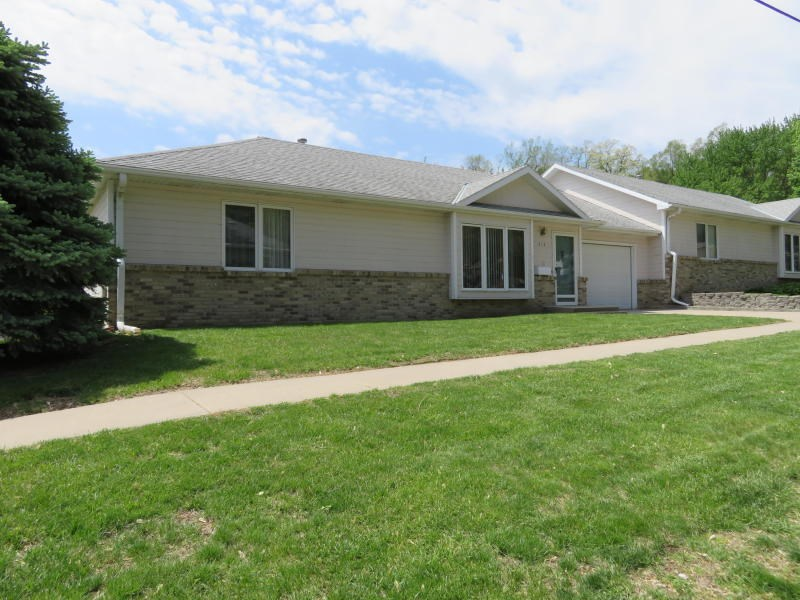 For Sale Missouri Valley Ia 2 Be 2.25 ba ranch style duplex
