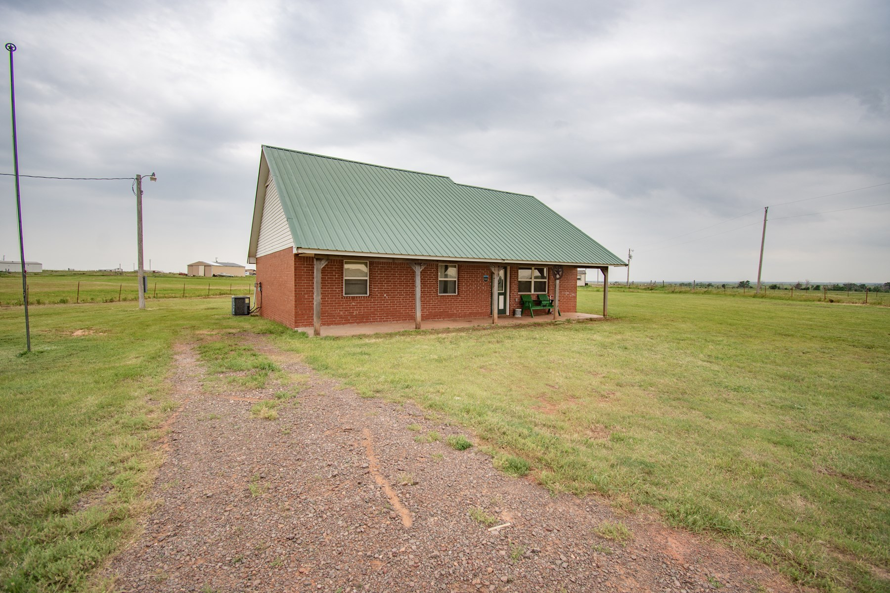 COUNTRY HOME FOR SALE BETWEEN ELK CITY AND SAYRE