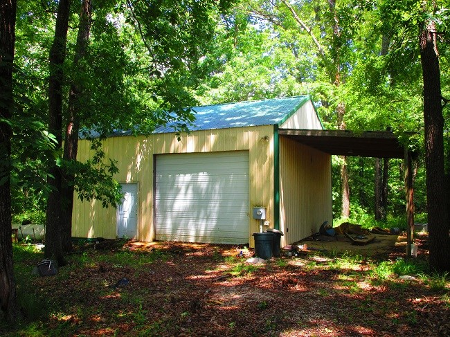 GREAT 10 ACRE PARCEL- METAL GARAGE W/APARTMENT
