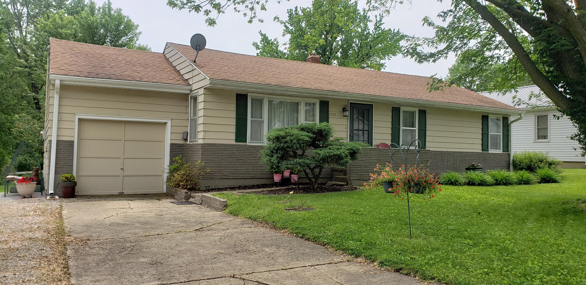 Well-Kept Home With A Park-Like Setting In Town Chillicothe
