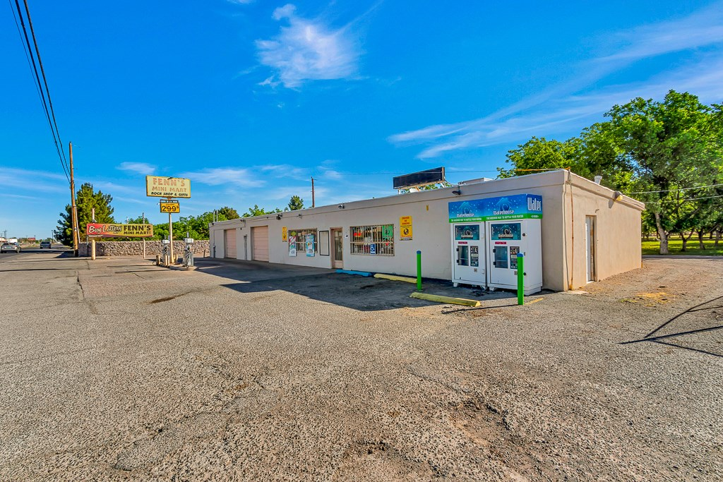 Fenn's Mini Mart Retail Building w/ Mechanic Shop For Sale