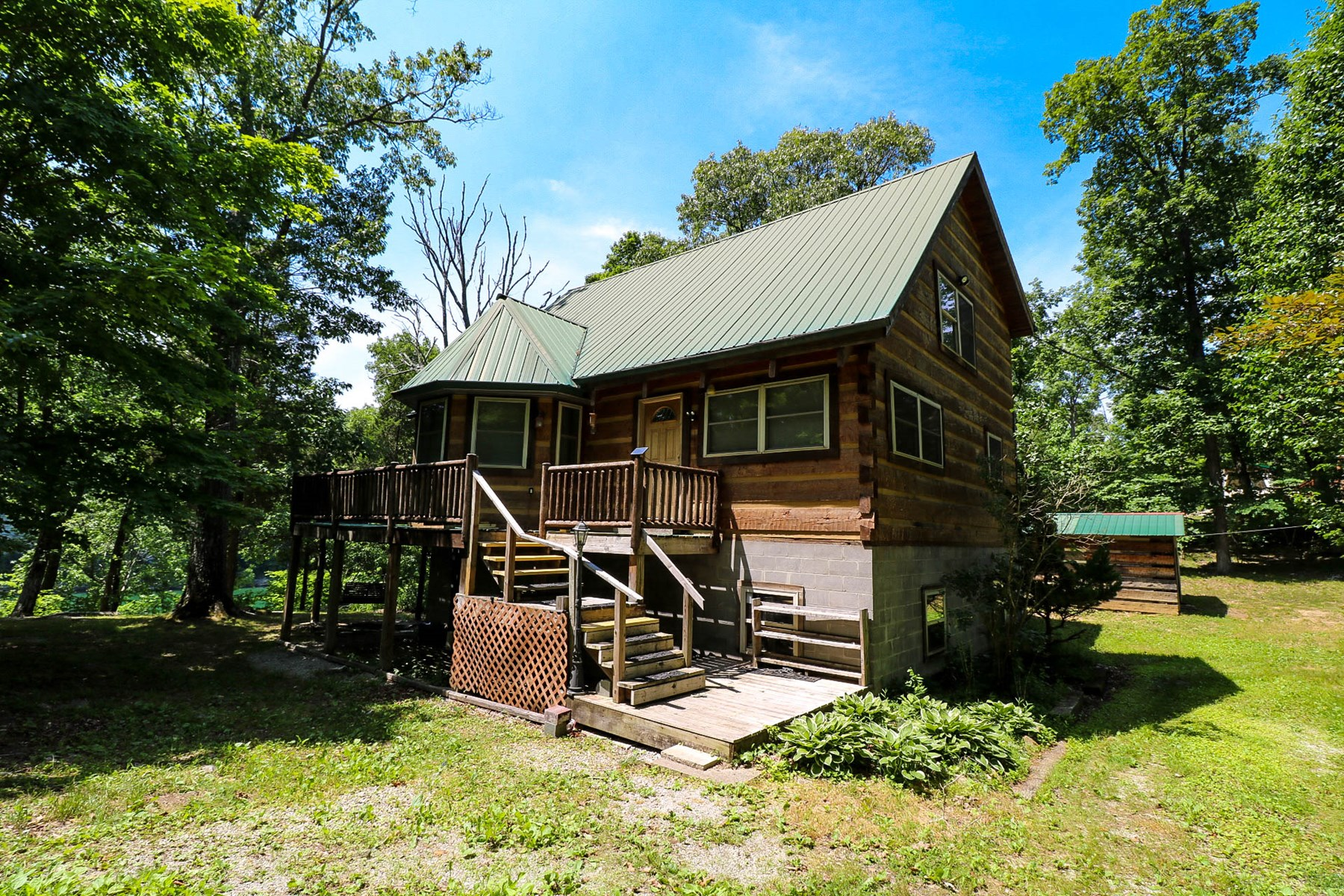 Lakefront log home for sale in Kentucky