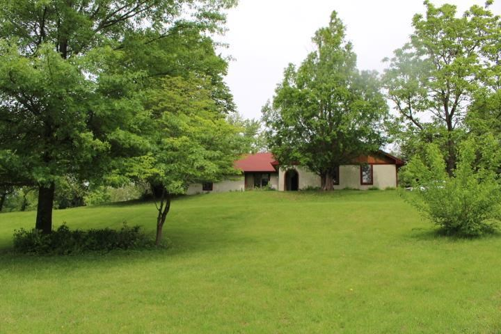 Location, Location 3-4 Bed, 3400 Sq Ft on 1.9 Acres, Ranch