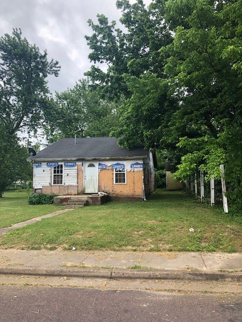 Fixer Upper Home in Town for Sale in Southern MO