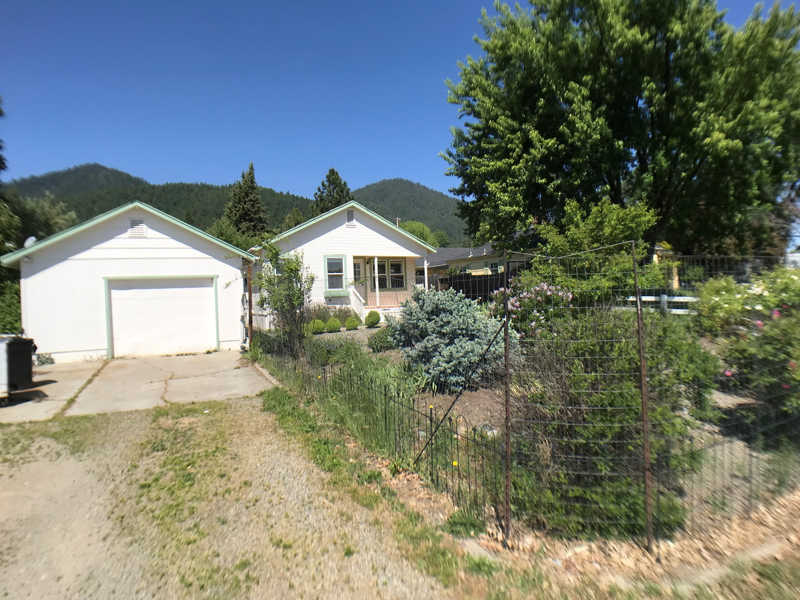 Home For Sale in Etna, California