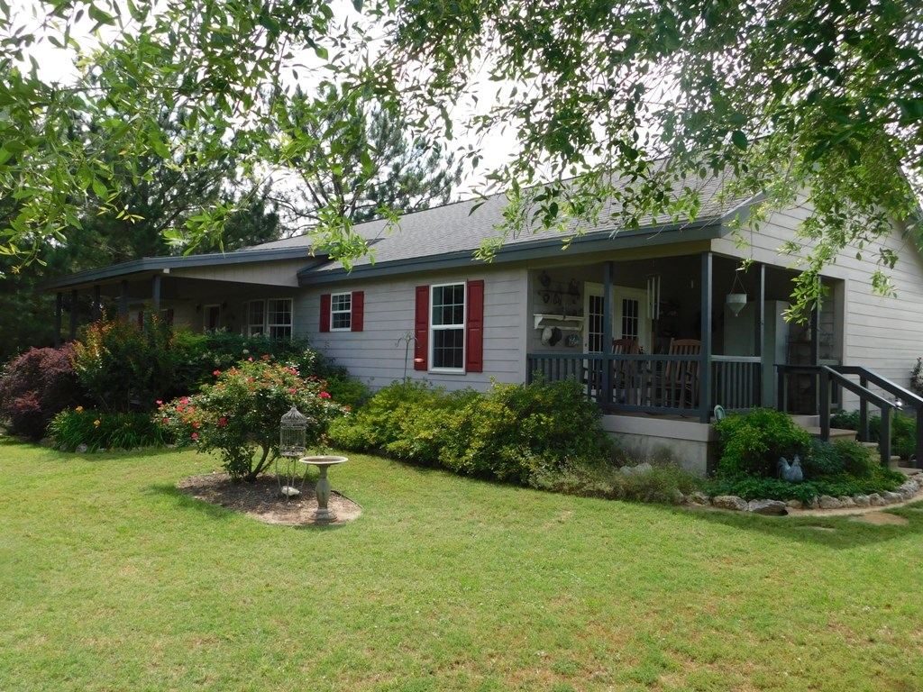 HOUSE FOR SALE WITH POND, TRAILS, & PASTURE IN EAST TEXAS