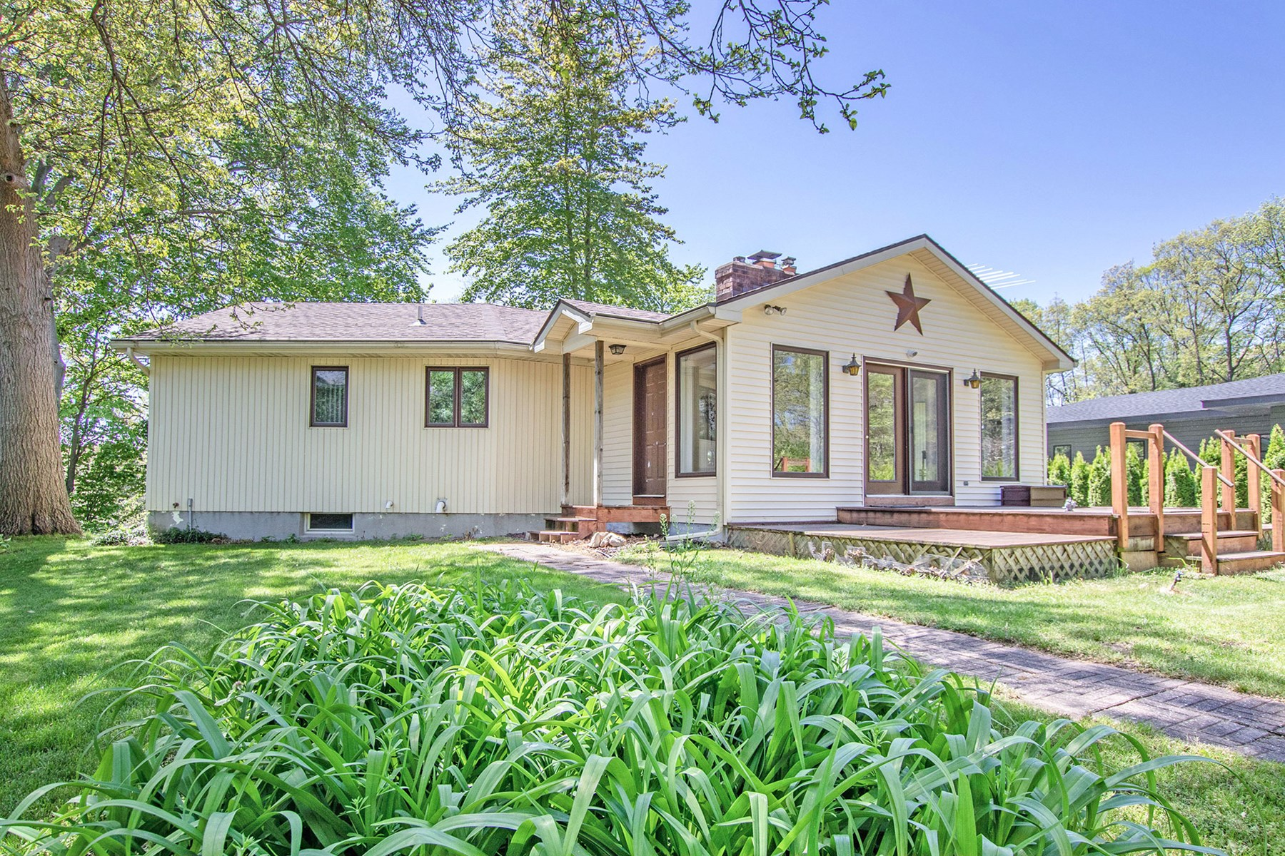 Home on Silver Lake - Minutes from Saugatuck & Douglas.