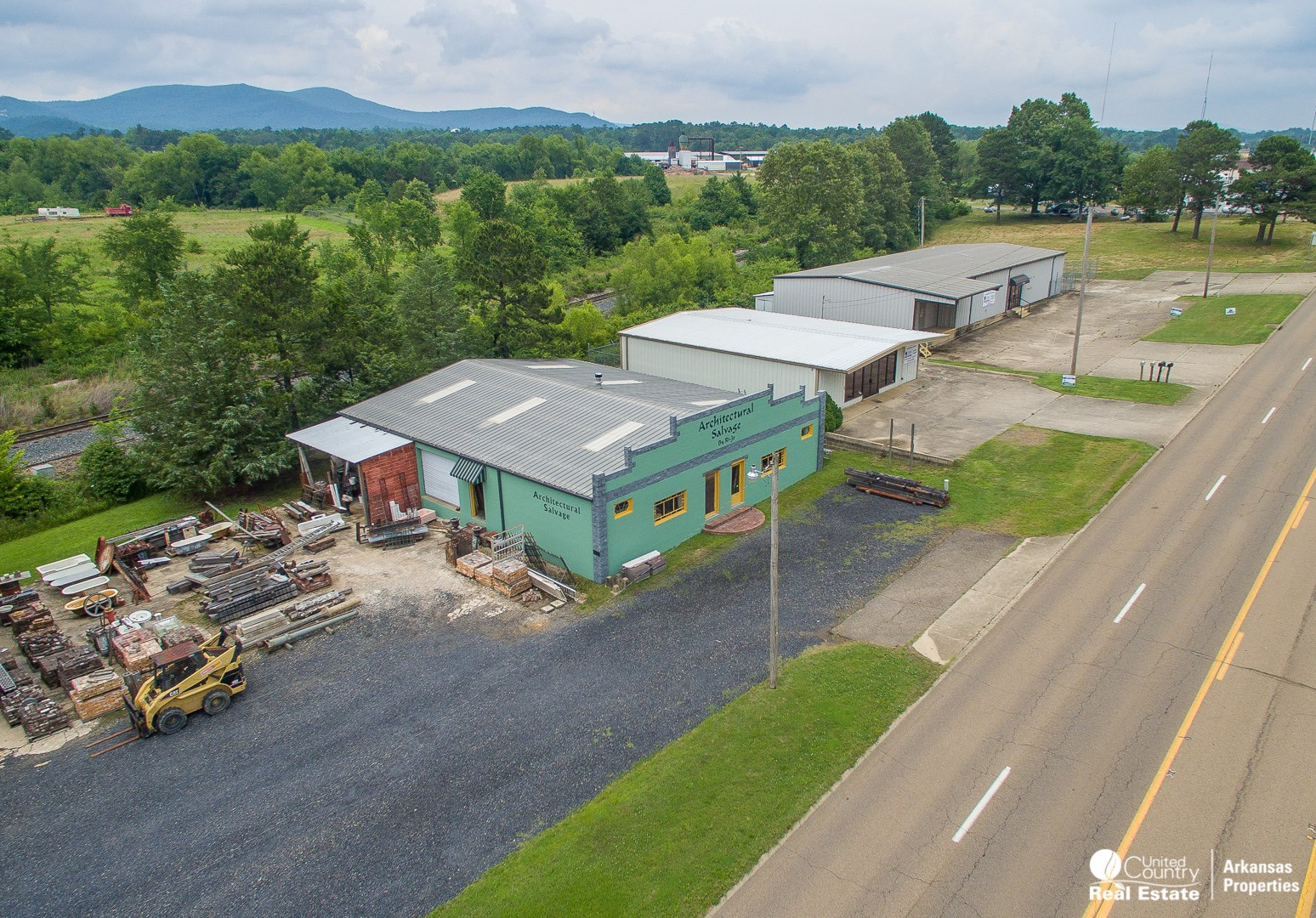 Commercial Warehouse for Sale on US HighwaySteel trussed But