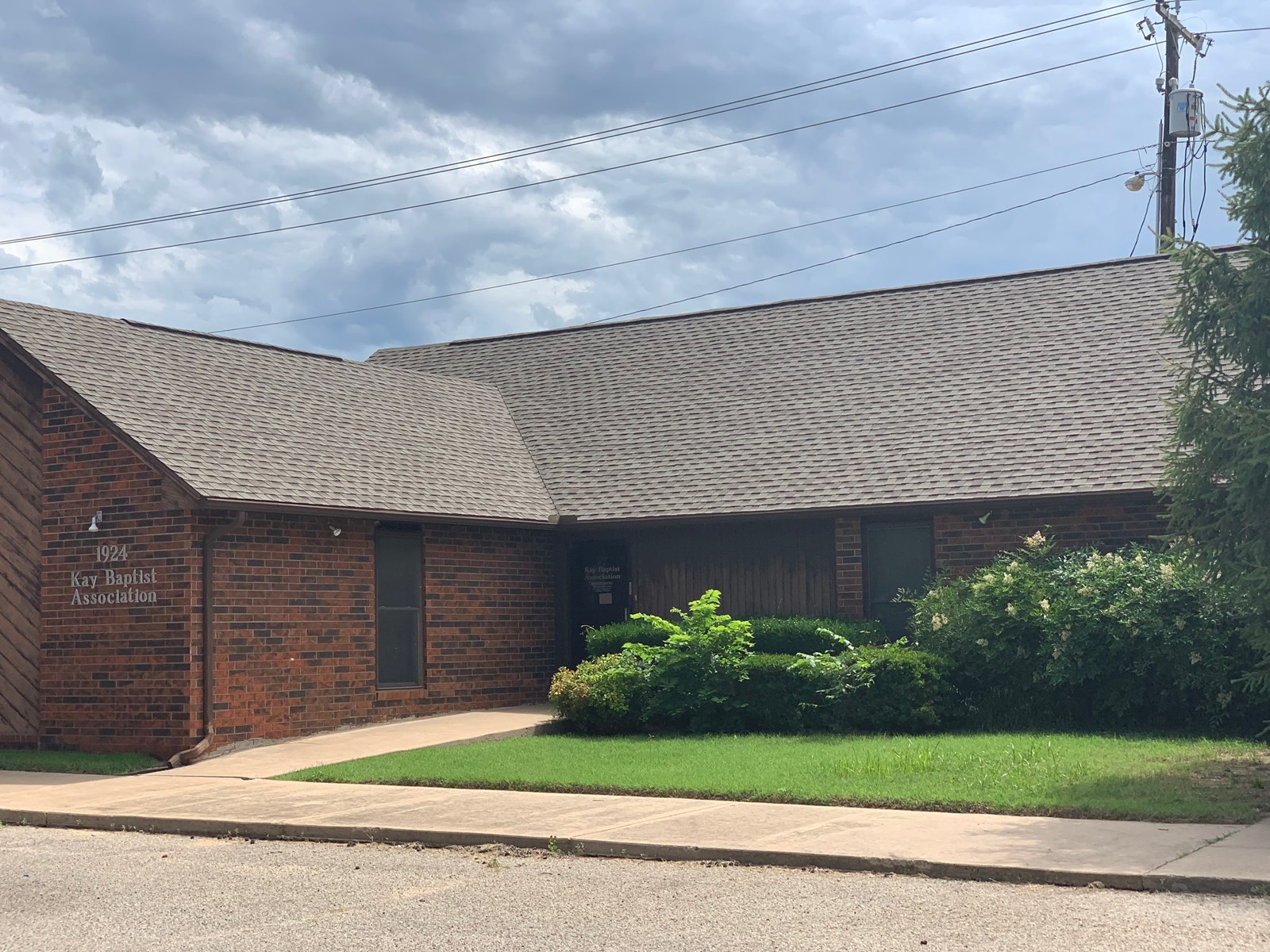 PONCA CITY COMMERCIAL OFFICE SPACE FOR SALE