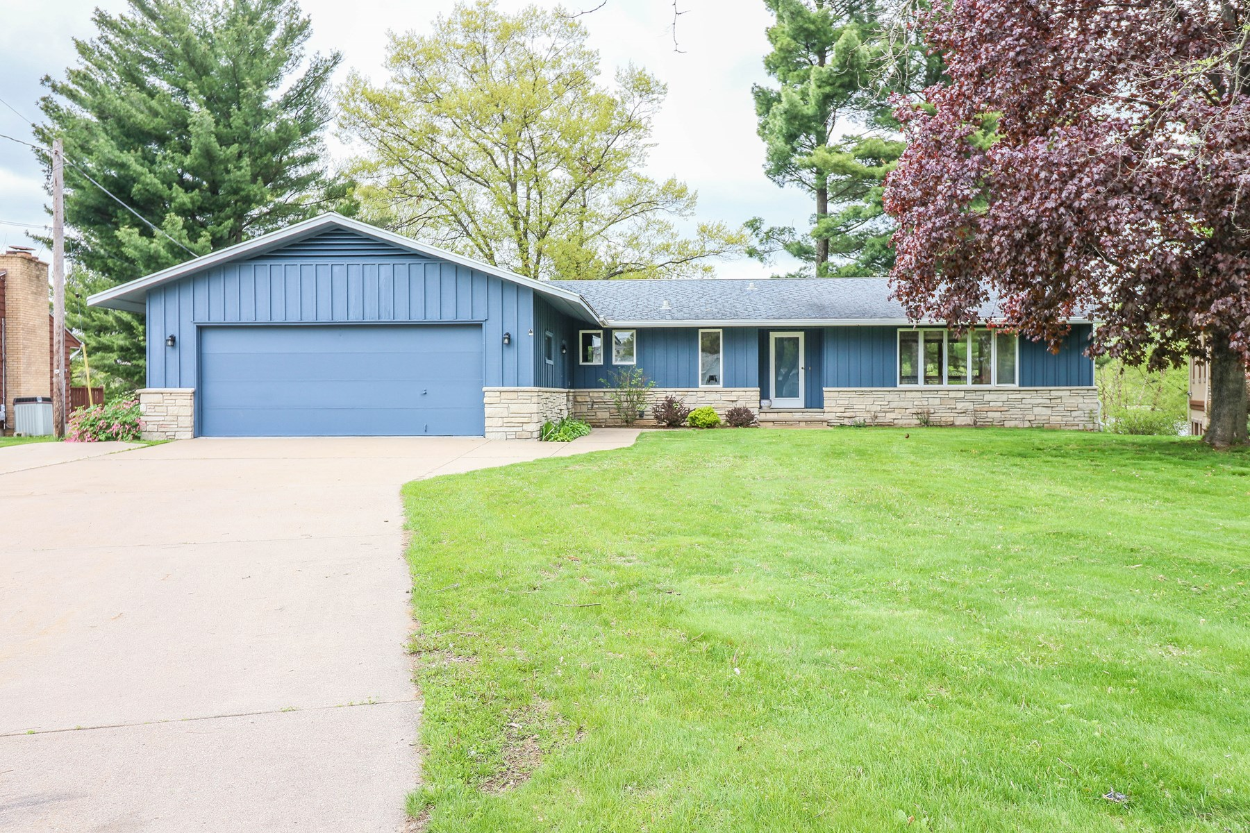 Home for Sale in Waupaca, WI With Views of Shadow Lake