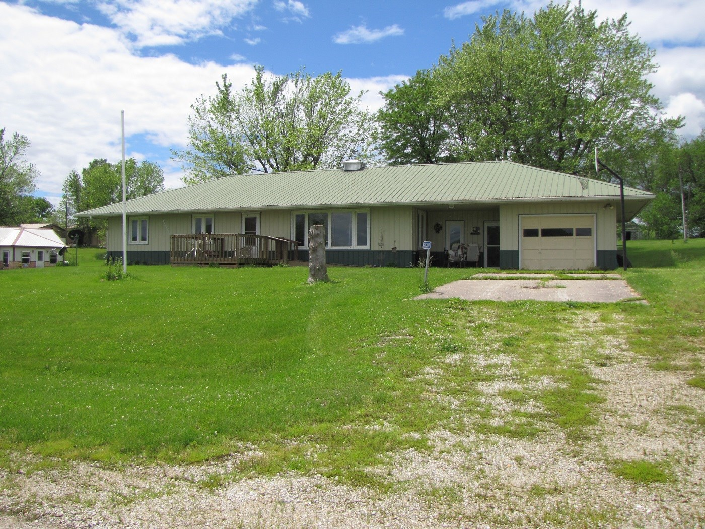 MO COUNTRY HOME ON SMALL ACREAGE FOR SALE, HOUSE & ACREAGE