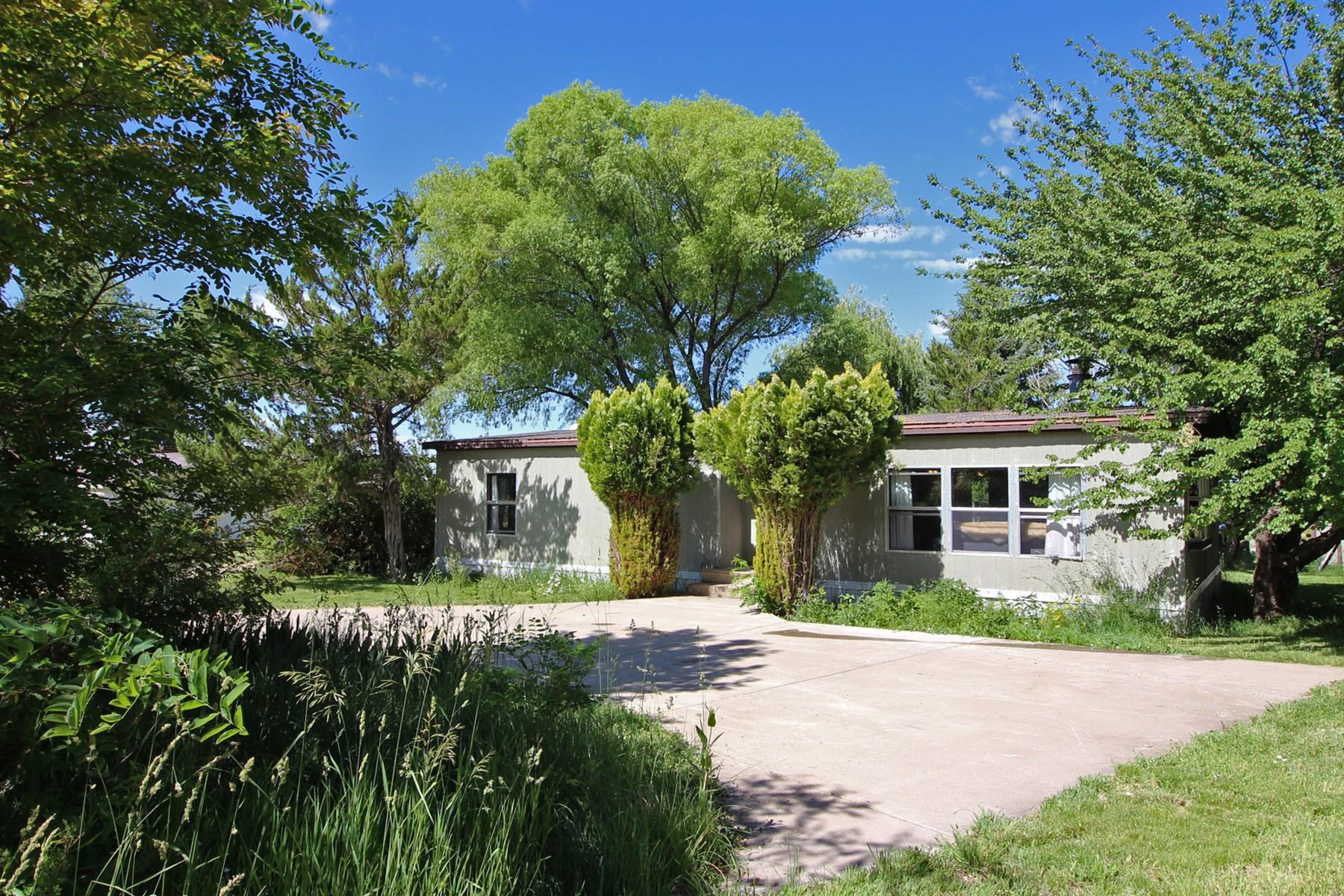 Charming Colorado farm property! 3 bedroom/2 bath home