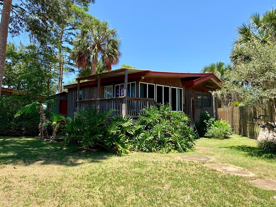 SUWANNEE FLORIDA HOME ON CANAL WITH BOAT HOUSE & LIFT