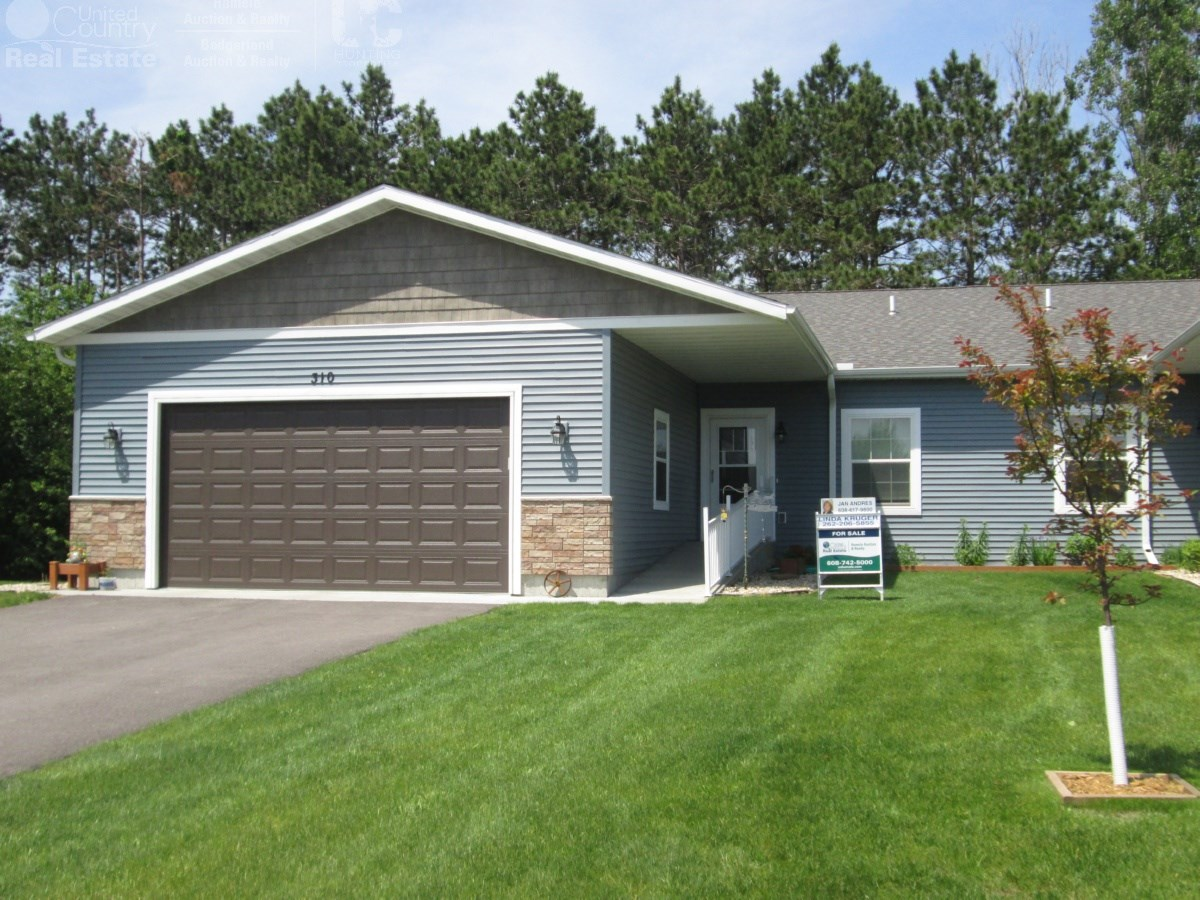 2 Bedroom Country Condo Just Minutes From Portage, WI