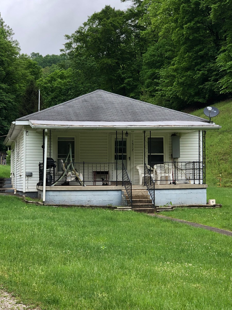 WELL KEPT OLDER HOME, 10.70 ACRES, ROANE COUNTY!!