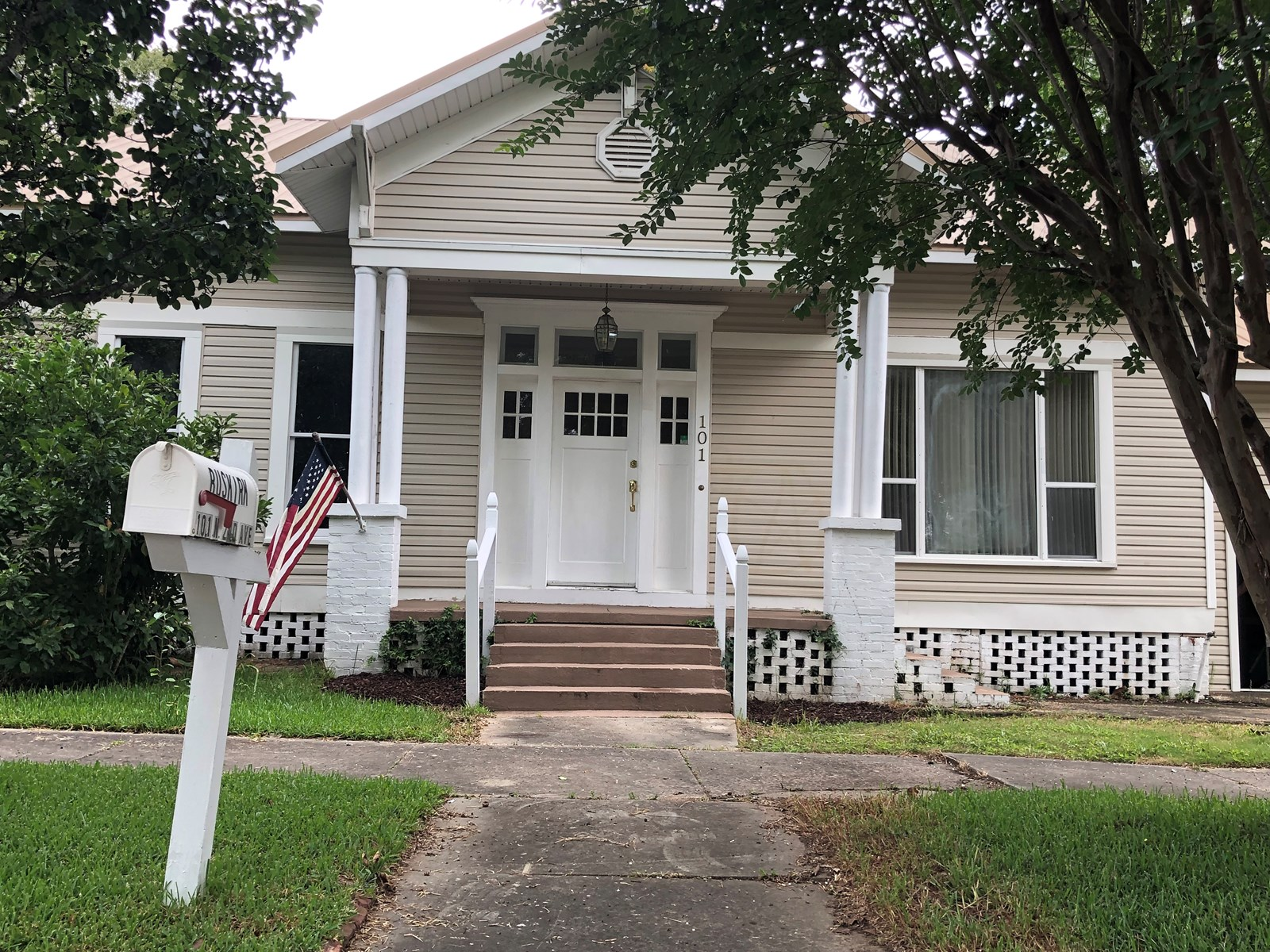 3B/3B OLDER HOME FOR SALE IN HARTFORD, ALABAMA