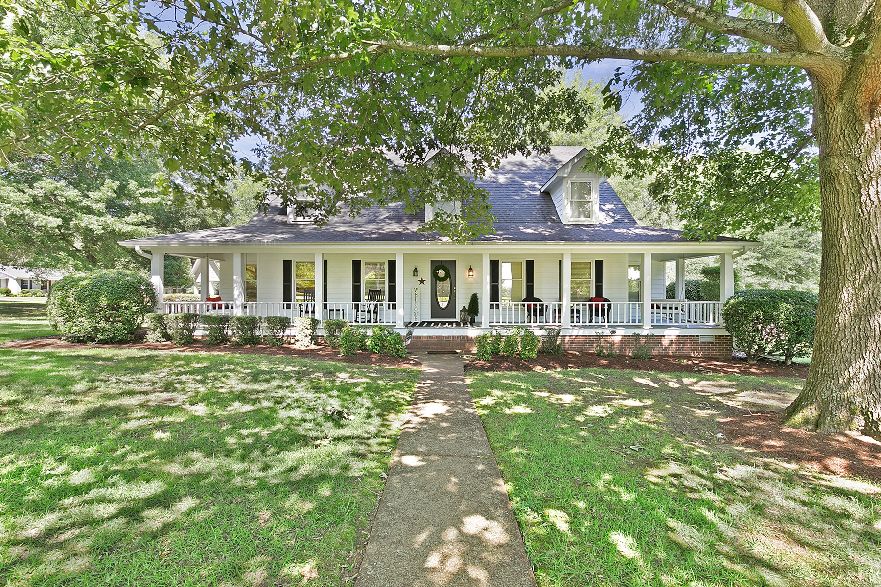 Farm House for Sale on 1 acre - Wooded & Shaded lot in Town