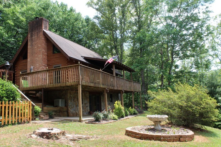 BEAUTIFUL LOG  HOME IN PATRICK COUNTY, VA