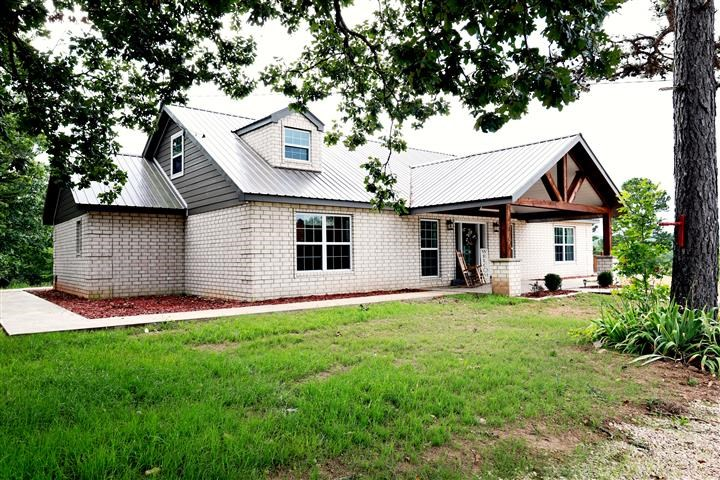 4 BEDROOM/2 BATH CUSTOM HOME ON 12 ACRES NEAR EMINENCE, MO