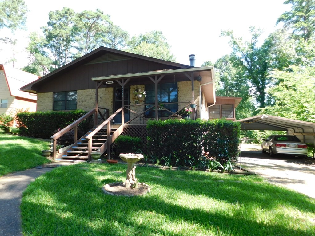 WELL-MAINTAINED WATERFRONT BRICK HOME ON LAKE PALESTINE