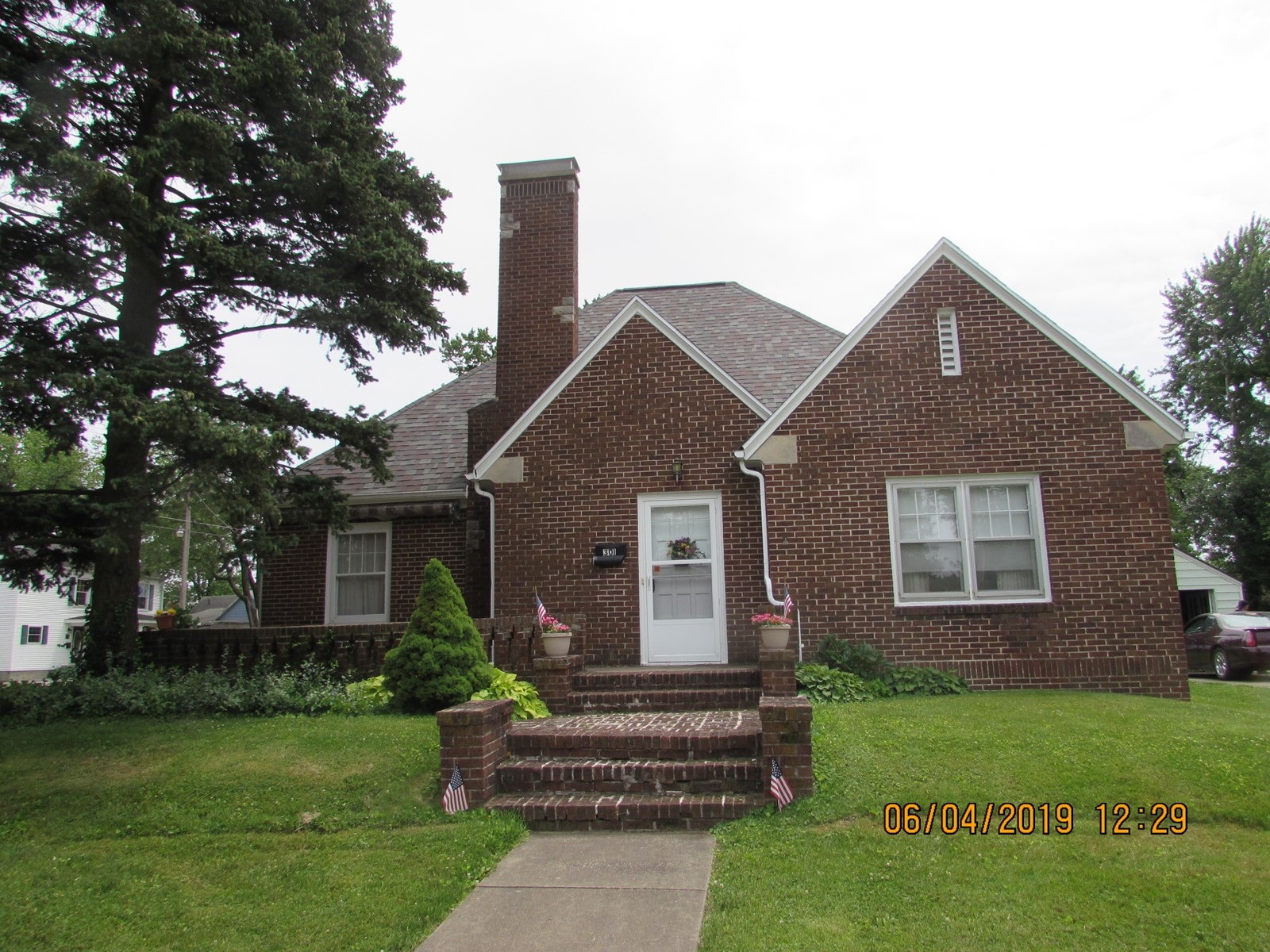 Charming, 1.5 story, 3 Bed, 2 Bath Home