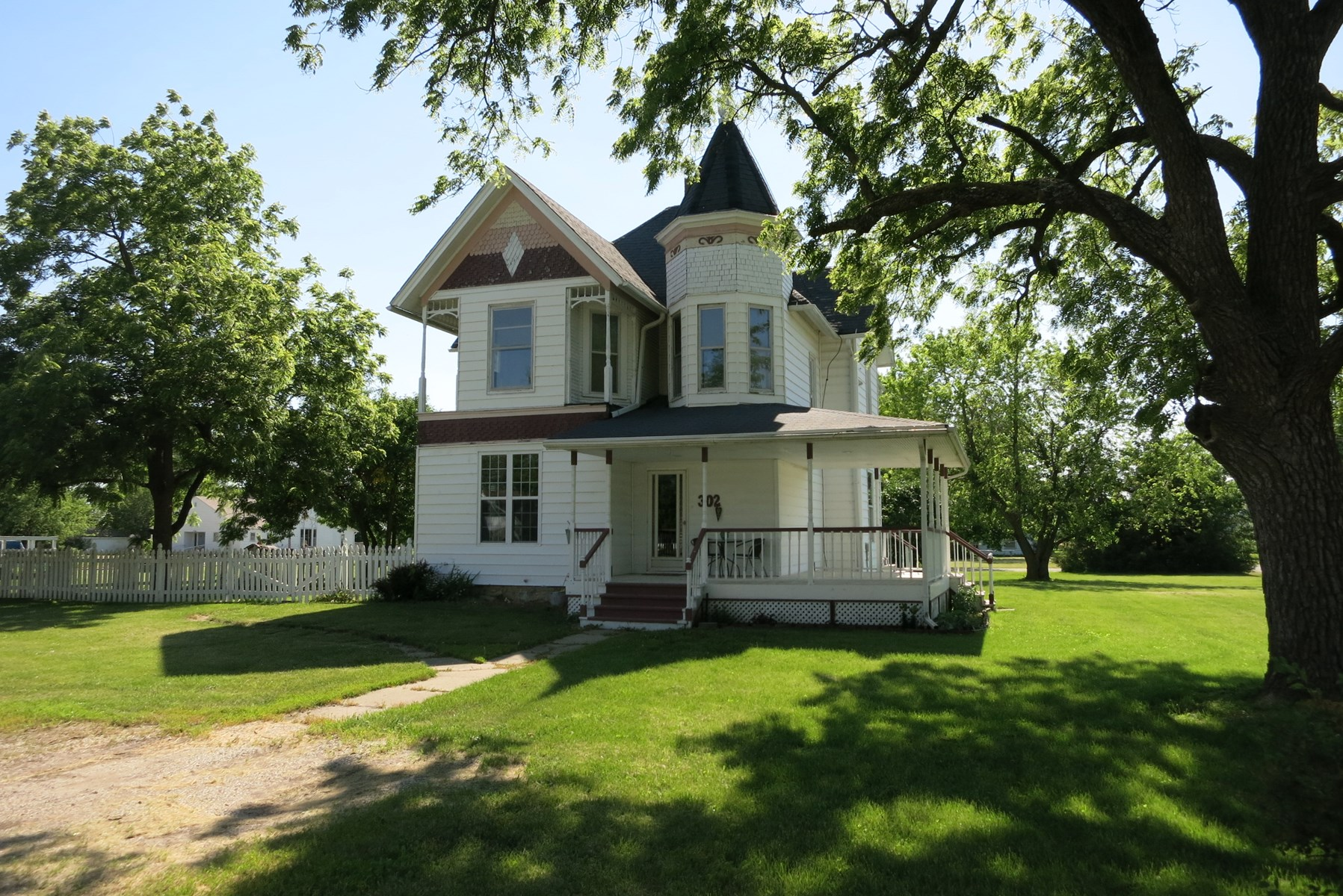 Beautiful Victorian Home in Harrison County Missouri