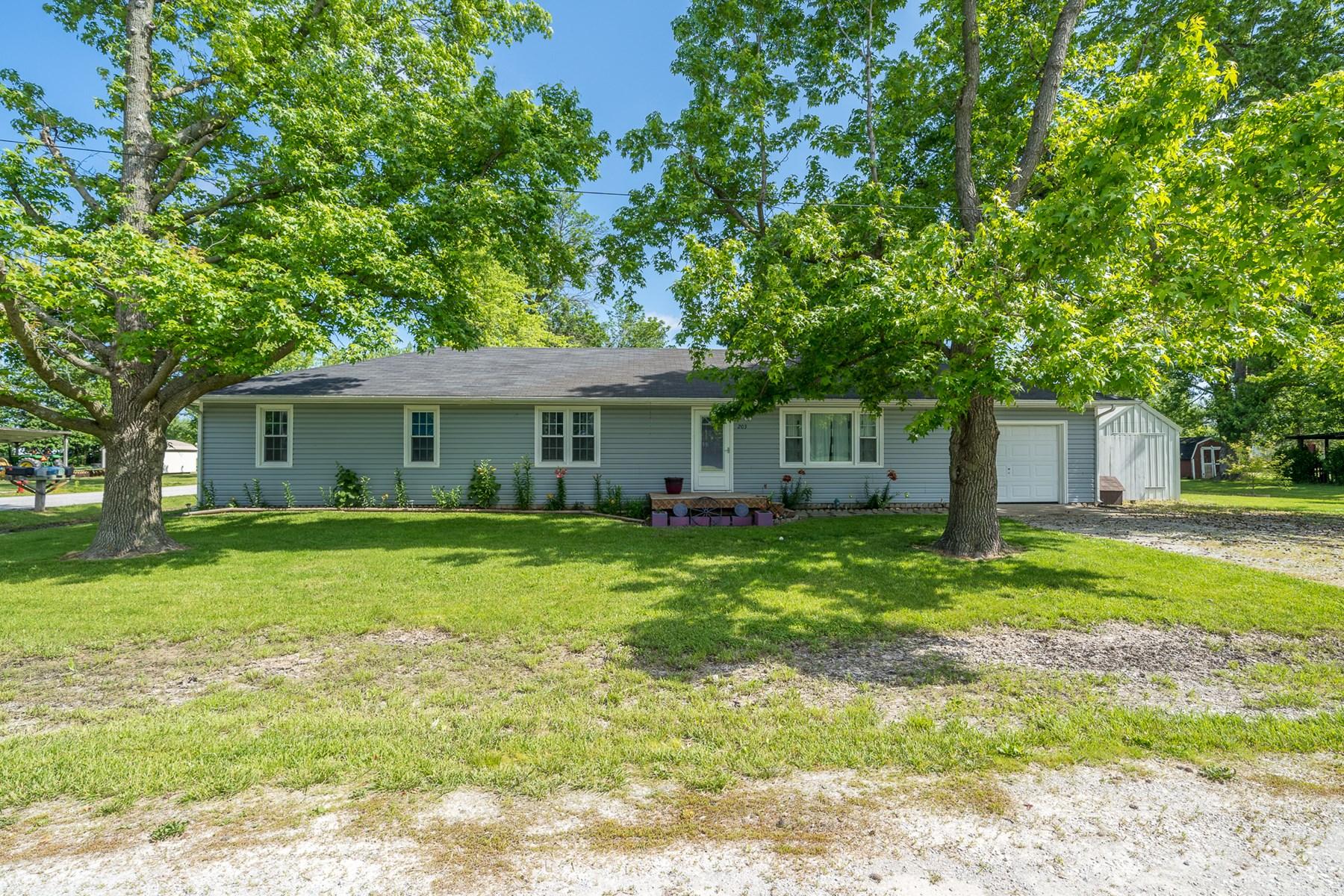5 BR, 2 BA Home in Clark, MO