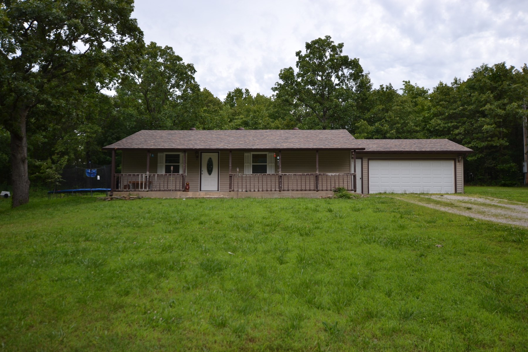 Country Home on 2 Acres m/l in West Plains, Missouri