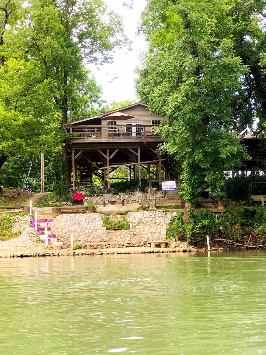 CABIN FOR SALE ON THE SPRING RIVER