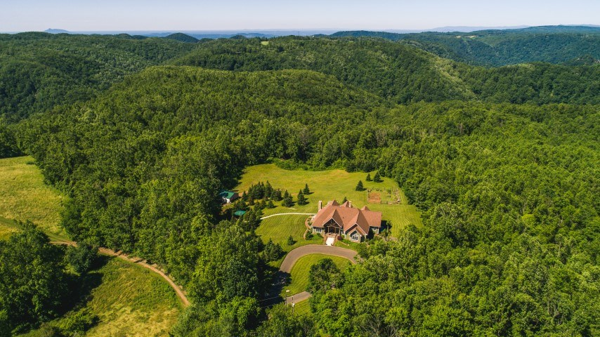 MOUNTAIN ESTATE IN BLUE RIDGE MOUNTAINS OF VIRGINIA