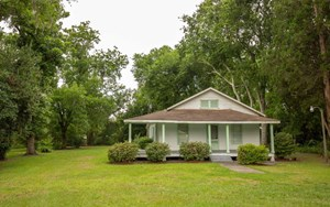 BEAUTIFUL ACREAGE TRACT WITH A CLASSIC COUNTRY FARM HOUSE.
