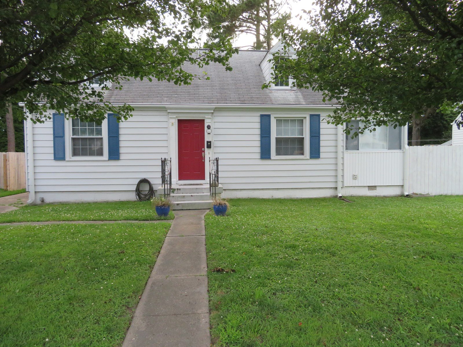 Adorable starter home or add it to a rental portfolio!!!